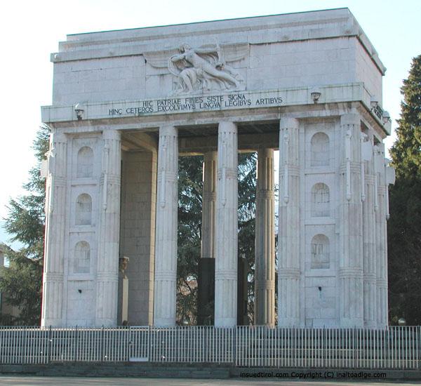 [Immagine: monumento_alla_vittoria_bolzano.jpg]